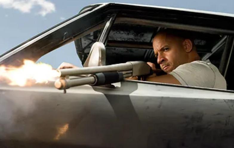 ワイルドスピードMAXでドミニクがブラガの部下の車を撃つシーン
