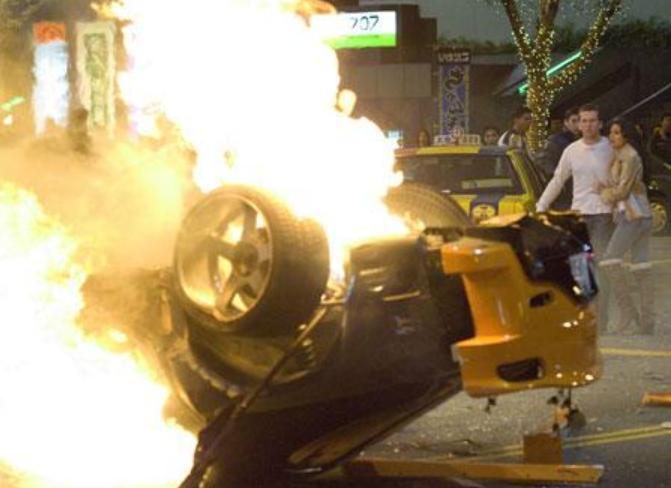 ワイルドスピードX3でハンが追突され、車が炎上、死亡するシーン